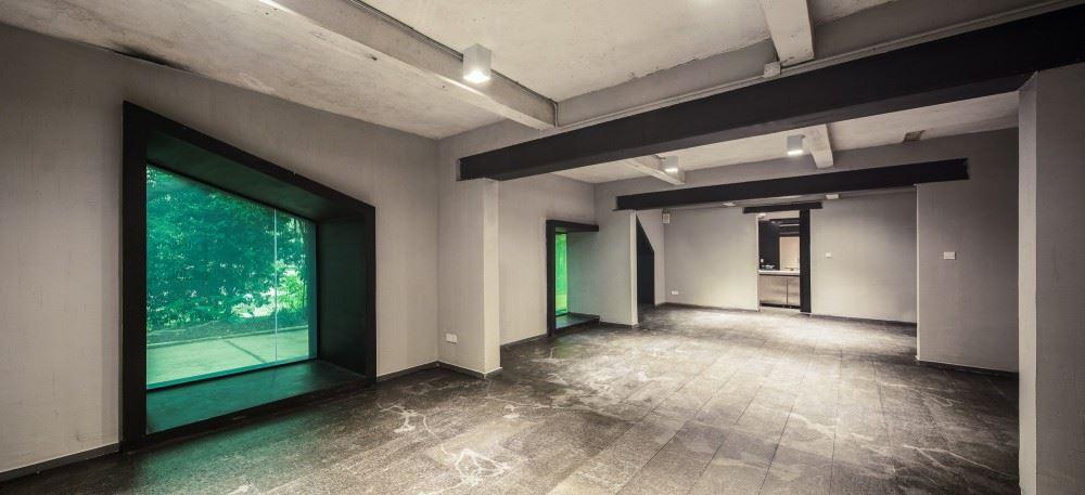 54b5dd78e58ecedb97000070_youth-hotel-of-id-town-o-office-architects_2880px-youth_hotel_1-1000x457