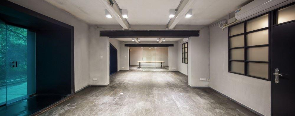 54b5dd87e58ecedb97000071_youth-hotel-of-id-town-o-office-architects_2880px-youth_hotel_3-1000x394