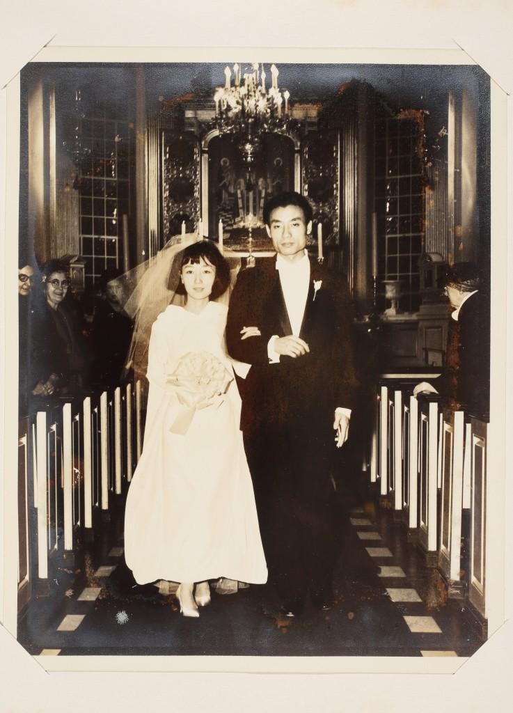 徐寶琳與袁繼生1963年於紐約結婚,新娘禮服是徐寶琳巧手縫製。 徐馨慧提供。