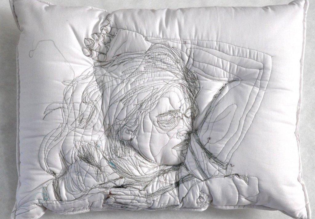睡眠刺繡枕頭