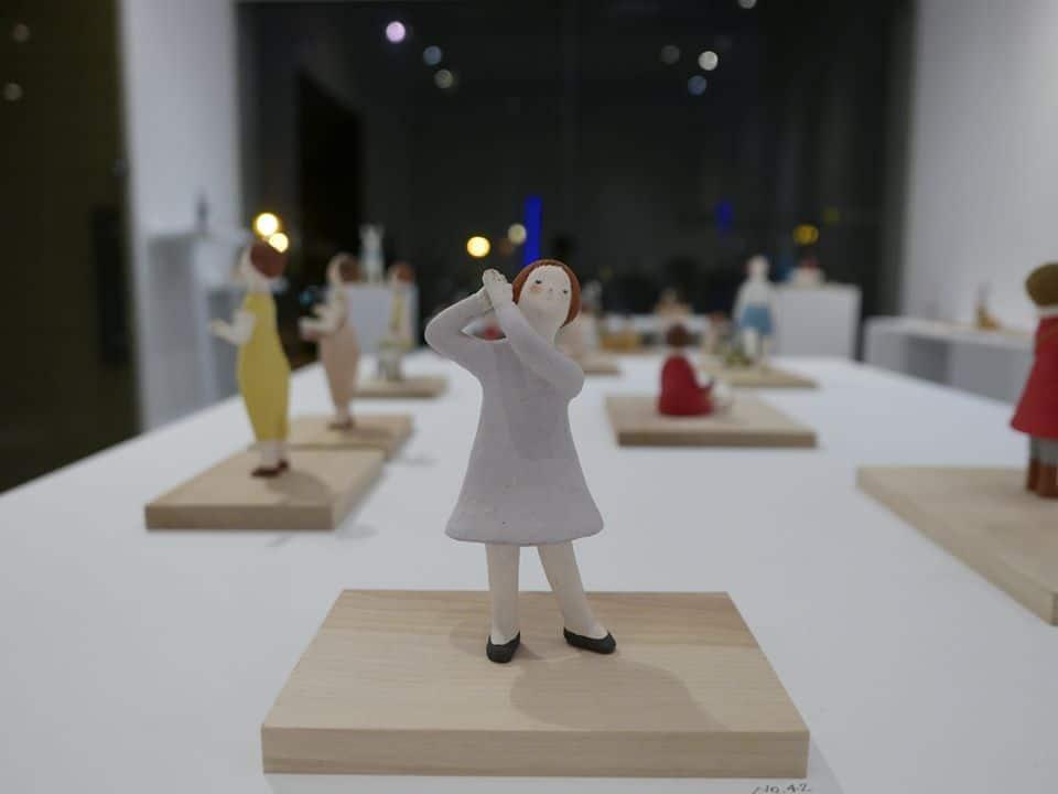 旅行,女孩,,貓,療癒系,日本藝術家,日本陶藝家,鈴木佳世,童話,藝術,城市美學新態度