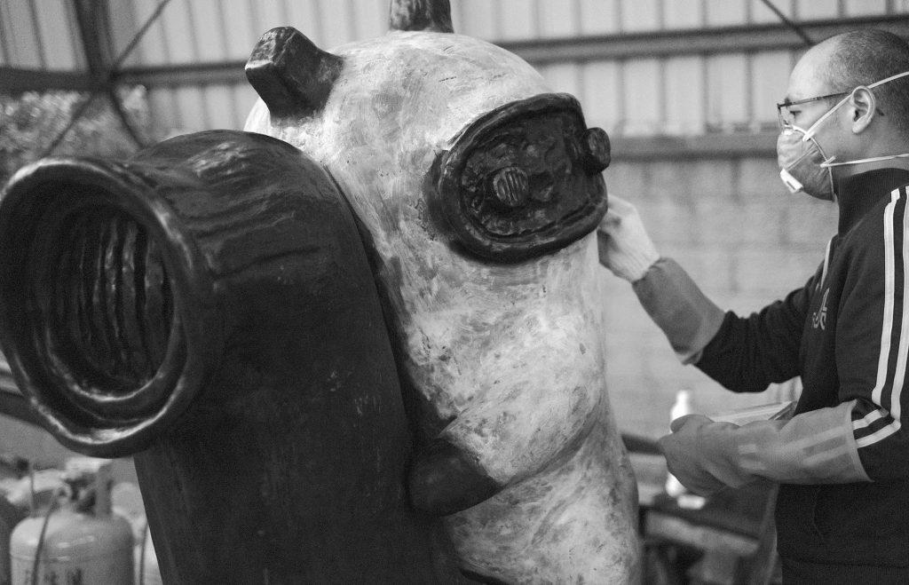 阿咧製作銅雕《馬蓋仙》的過程