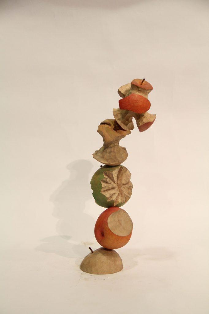 陳佩吟木雕創作,《喫蘋果系列-喜怒哀樂》