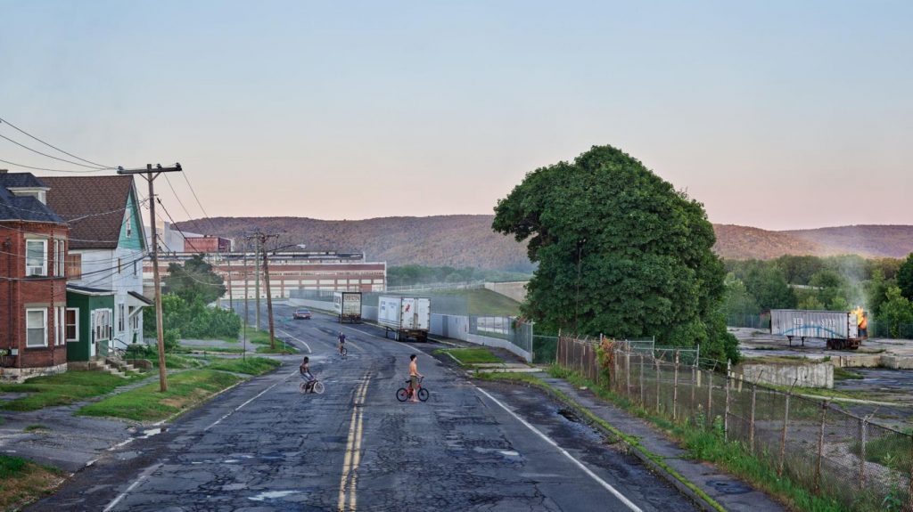 Red Star Express,Gregory Crewdson